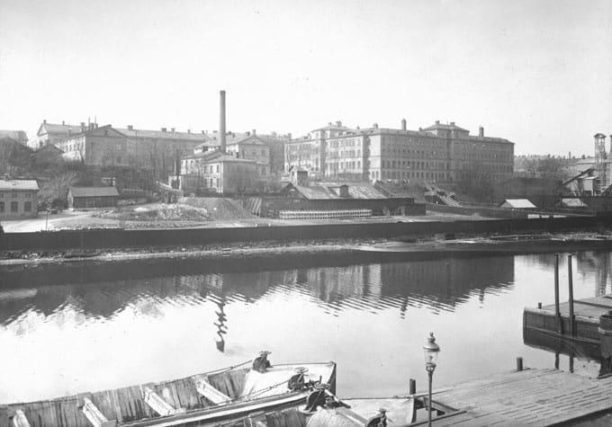 Karlsbergskanalen med Sankt Eriks sjukhus i bakgrunden